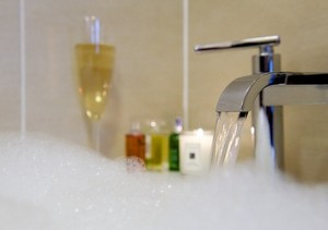 The Knight Residence - Luxurious bathrooms at The Knight Residence serviced apartments in Edinburgh