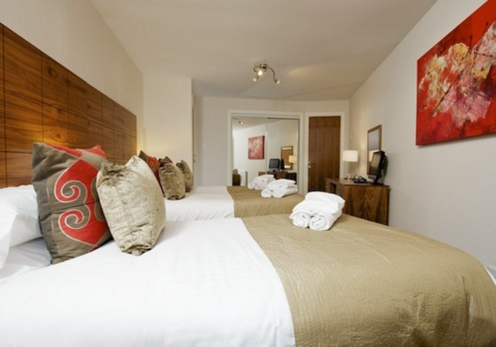 Main bedroom - Three bedroom comfort apartment at The Knight Residence, Edinburgh