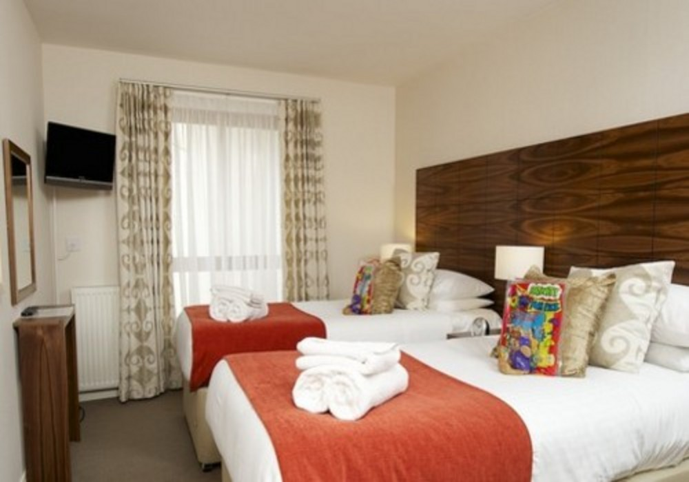 The Knight Residence - Two bedroom apartments have one double and one twin bedroom at this Edinburgh aparthotel