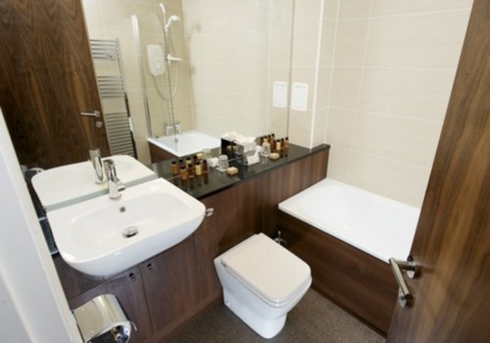 The Knight Residence - A luxurious bathroom at The Knight Residence serviced apartments in Edinburgh