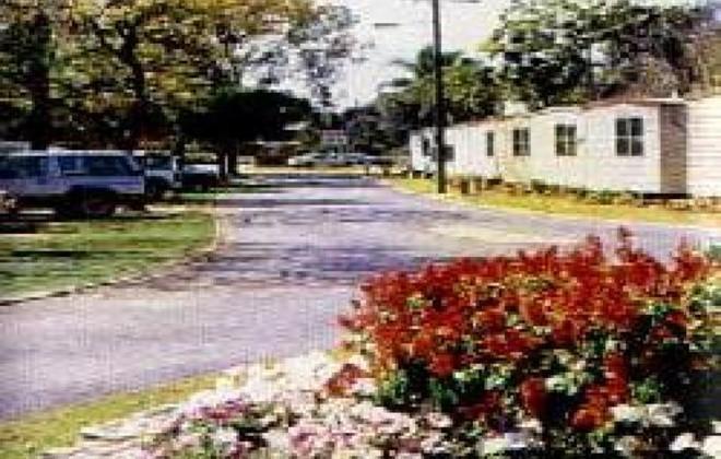 Aquatic gardens caravan park carbrook brisbane caravan sitefinder for Golf galaxy palm beach gardens
