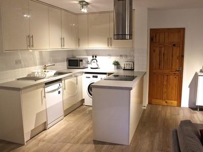 kitchen_old_town_apartment_grassmarket_edinburgh_square_property (© SQUARE Property Edinburgh)