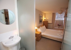 Picture of Niddry Street South 2, Old Town, 170 metres from Royal Mile, Lothian, Scotland - main bedroom ensuite