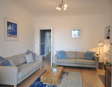 DSC_0007 - Putt and Tide living room