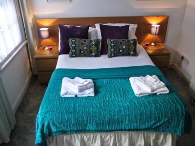 Bedroom - Bedroom, Chapel Wynd, Grassmarket, www.squareproperty.co.uk