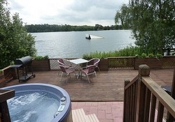 Hot tub with fabulous lake views  - Where better to relax have a glass of wine, a cool beer or a refreshing cuppa than on the wonderful terrace or in the hot tub with fabulous views over the water-ski lake. (© lux lodge holidays )