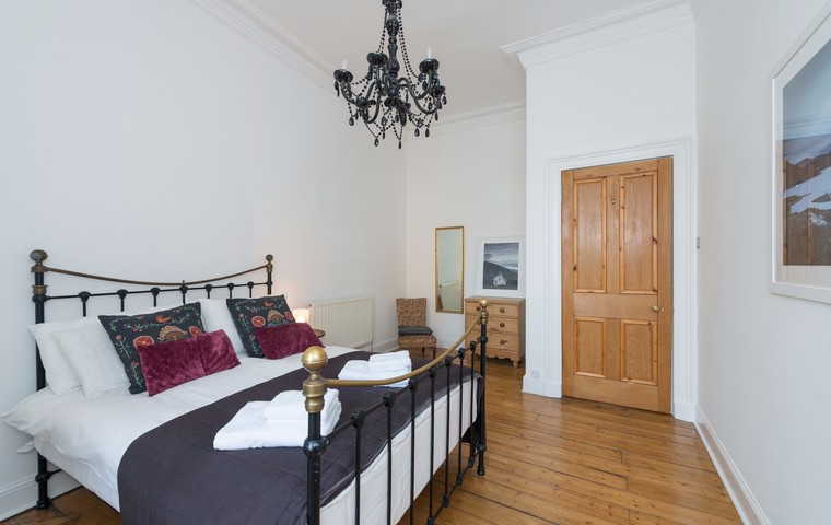 Two bed apartment easter road edinburgh book now lets get local two bed apartment easter road negle Images
