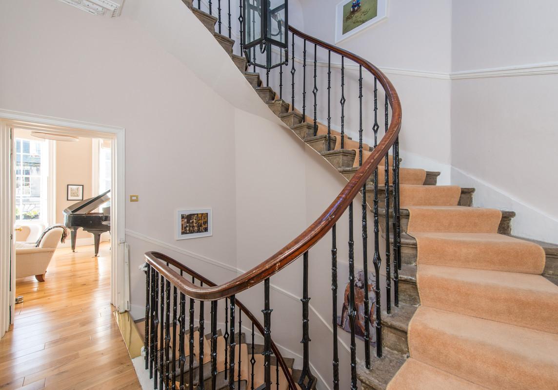 Elegant georgian townhouse 3 bedroom holiday rental for Georgian staircase