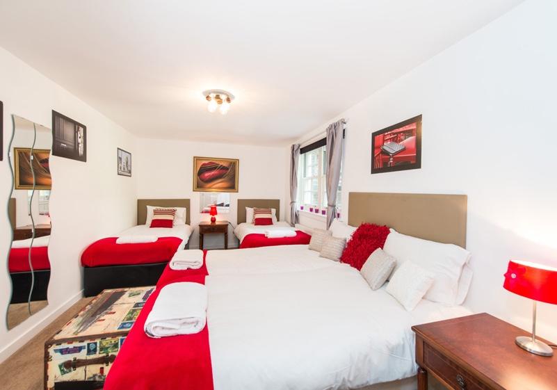 Playhouse Apartment 4 Bedrooms Sleeps 14 Edinburgh