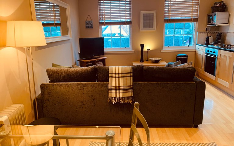 image00009 - Cozy, open plan living room, dining area and kitchen of Edinburgh holiday home.