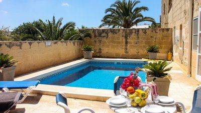 Villa in Gozo with a private pool - Private pool with a view and table