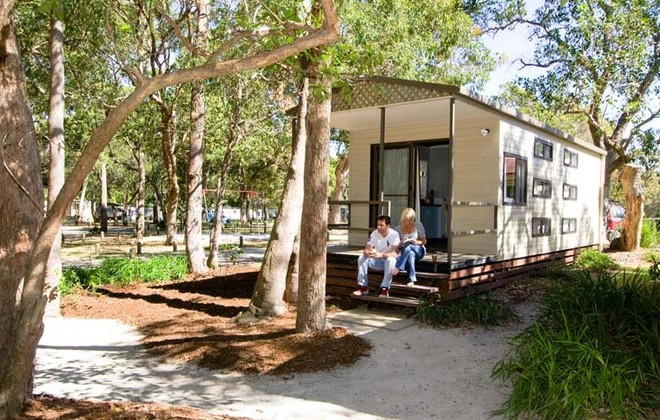 Adder Rock Camping Ground - Ensuite Cabin (© Straddie Camping)
