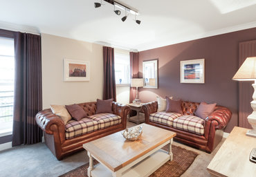 Parkgate (Holyrood Road) 1 - Modern family living room with comfortable leather sofas