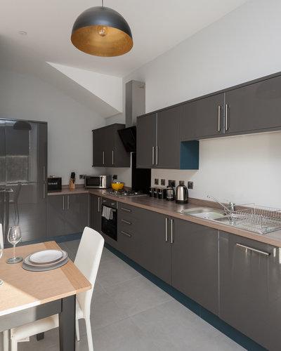 Brunswick Street 2 - Modern family kitchen/diner with plentiful storage