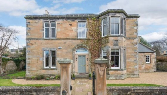 Large Holiday Home - A large and spacious family holiday home near Edinburgh