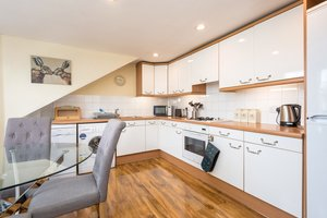 Bright, modern kitchen in Edinburgh holiday let