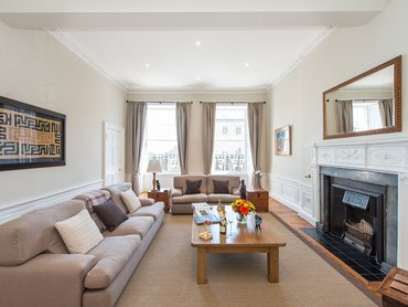 Living Room (© The Edinburgh Address)