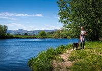 2019-05-17 Girl+dog riverside