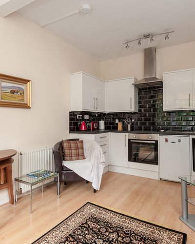 Portsburgh Square 3 - Light open plan living and kitchen area in Edinburgh holiday let