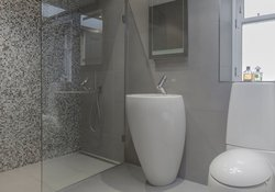 33.Skylight Shower Room