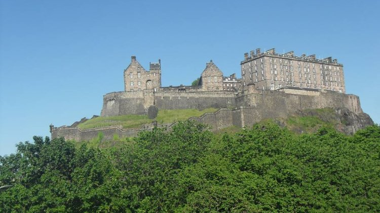 View of Edinburgh Castle - View of Edinburgh Castle from the lounge window at Castle Terrace apartment