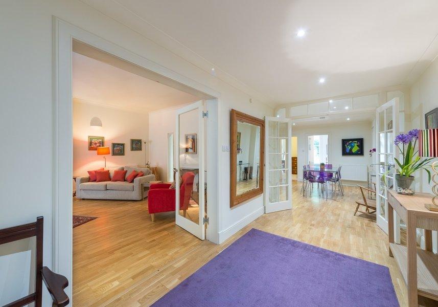 Drumsheugh Gardens Apartment Hallway