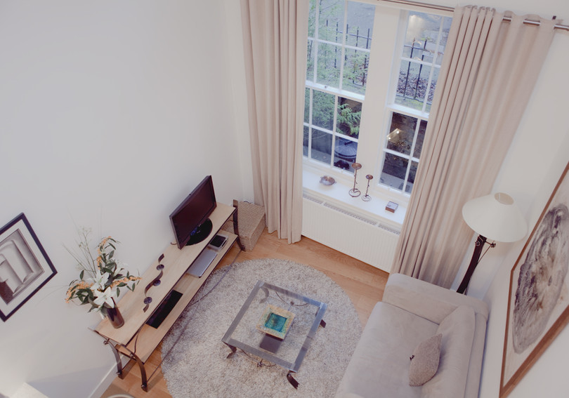 Living Room - The living room is bright, stylish and welcoming. (© The Edinburgh Address)