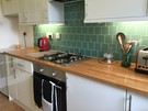 The lovely kitchen has everything you need to cook a meal or heat up your take-away (© AJEM Self Catering Edinburgh)