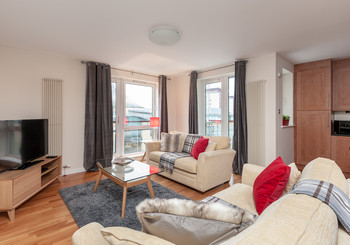 ThePark-1 - Spacious family living area at Edinburgh holiday let