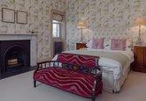 16.Flower Bedroom
