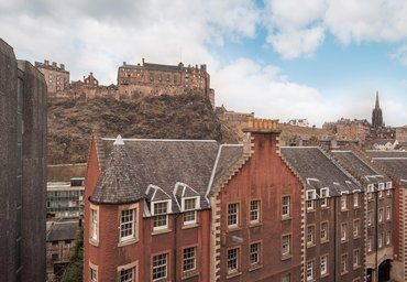 Cordiner's Land 1 - View of Edinburgh Castle from luxury holiday let