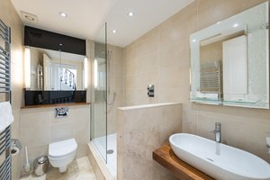 Coates Gardens Apartment Bathroom - Modern Bathroom with cream marbled tiles and large walk in shower.