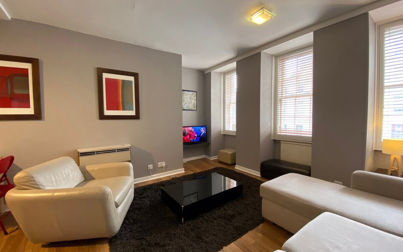 Fleshmarket Close Lounge - 1 Bedroom Edinburgh holiday apartment