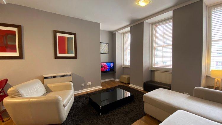 Fleshmarket Close Lounge - 1 Bedroom Edinburgh holiday apartment
