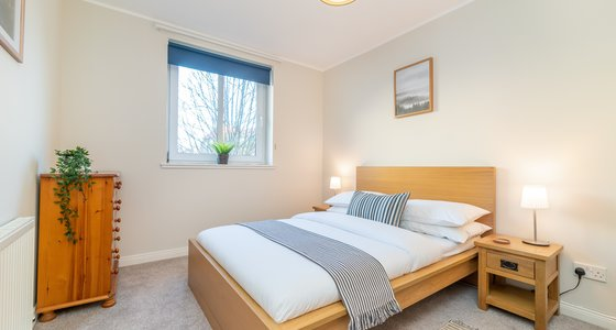 Waverley Park Terrace 1 - Double bedroom in Edinburgh holiday apartment.