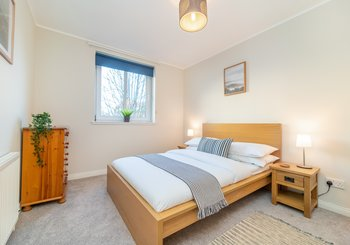 Double Bedroom - Double bedroom in Edinburgh holiday apartment.