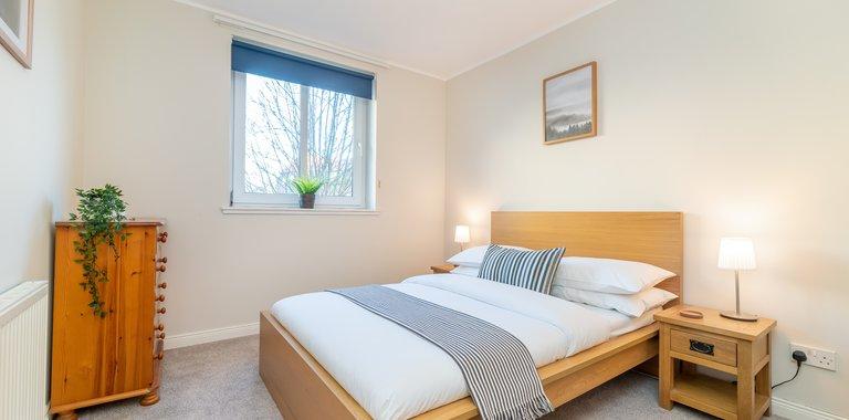 Waverley Park Terrace 1 - Double bedroom in Edinburgh holiday apartment.