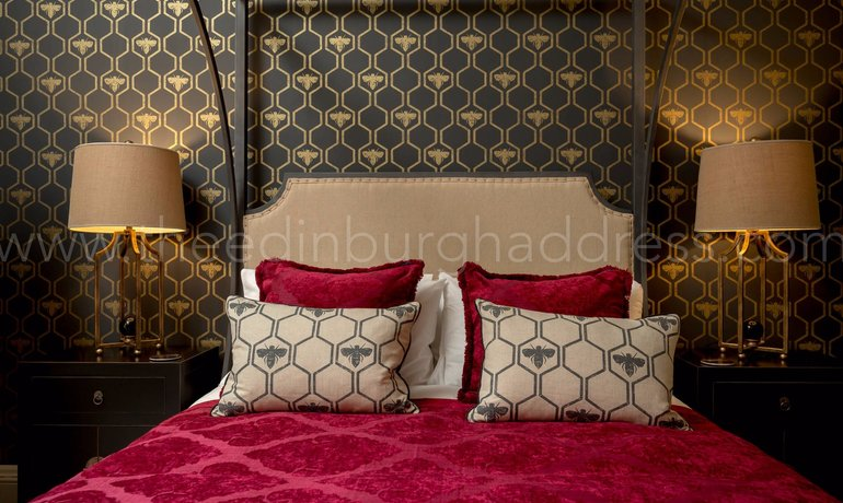 Master Bedroom - Opulent master bedroom with King-sized four poster bed. (© The Edinburgh Address)