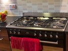 West Tollcross 9 - Gas hobs in spacious family kitchen at Edinburgh holiday let