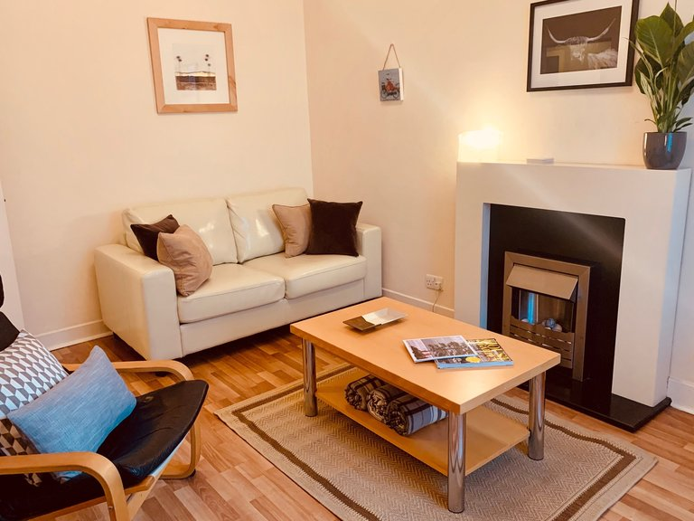 St Mary's Street 1 - Stylish, chic living room Edinburgh Old town holiday apartment.