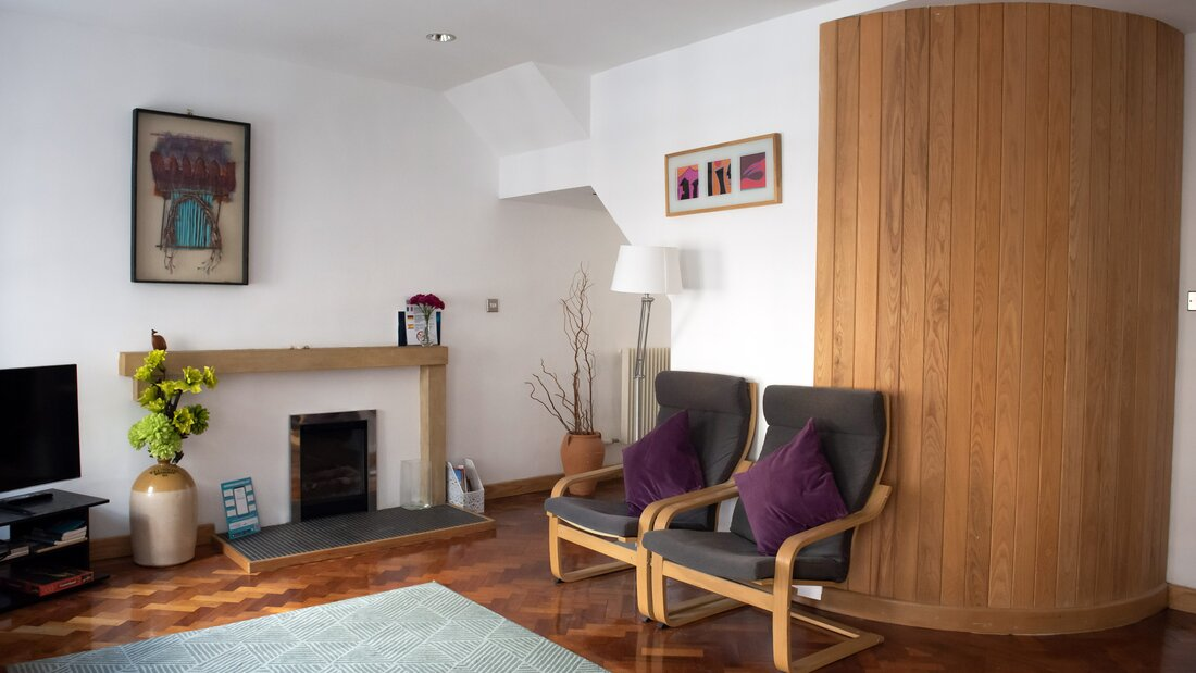 Riddles0001 - Open plan living space with parquet floors in luxury Edinburgh holiday let