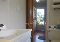 Waterfront Vacation Rental Cottage 5-015