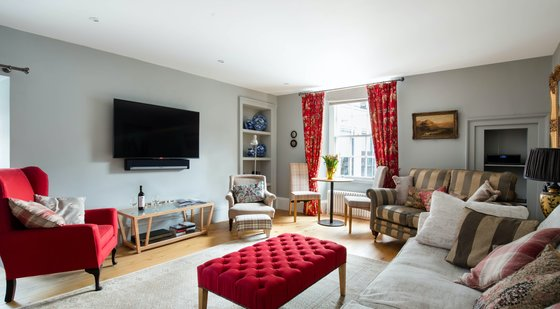 The Calton Residence - Edinburgh Holiday Apartment - Luxury 2 bedroom holiday apartment in Edinburgh City Centre. (© innerCityLets)