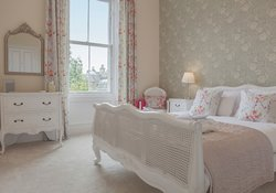 16.Floral Bedroom