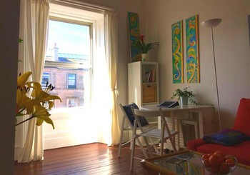Welcome to our sunny 1 bedroom, sleeps 2+3, apartment in Hillside (Leith)! (© AJEM Self Catering)