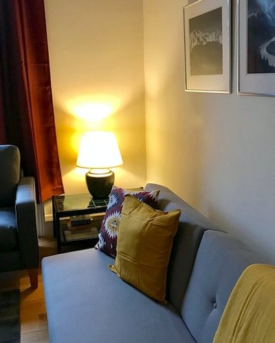ArdmillanTerr_003 - Family lounge with decorative cushions in Edinburgh holiday let