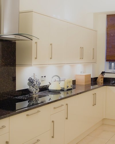 Lynedoch Place 2 - Contemporary family kitchen in Edinburgh holiday let