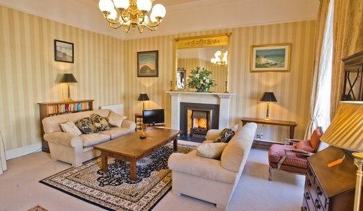 Luxury Georgian Holiday Apartment - 2 Bedroom Holiday home in the heart of Edinburgh's Newtown (© innerCityLets)