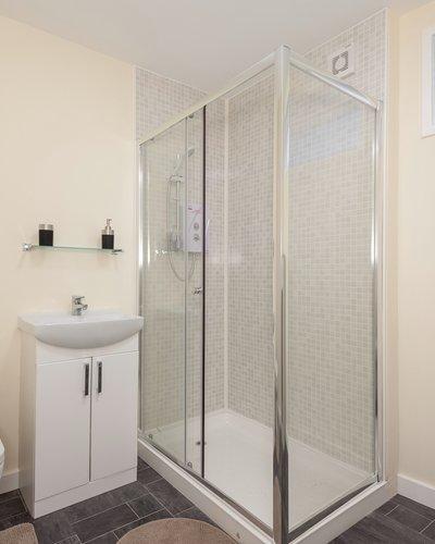 ClockmillLane-10 - En-suite shower room in Edinburgh holiday let