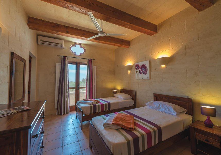Bedroom with 2 single beds in villa in Gozo